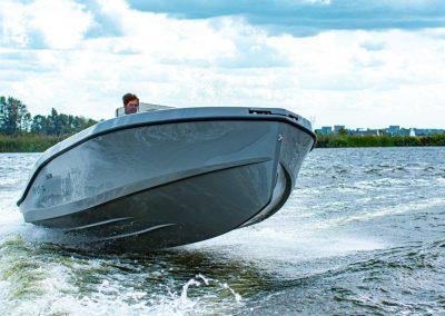 boot met mercruiser op snelheid