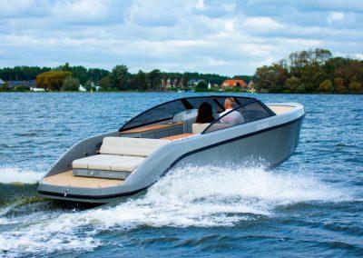 sportboot met teak