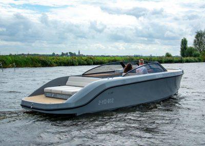 boot met grote slaapplek en keuken