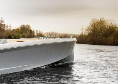 grijze boot mana vooraanzicht